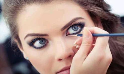 Dikkatleri Üzerinize Çekecek Göz Makyajı