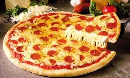 Sade Peynirli Pizza Tarifi