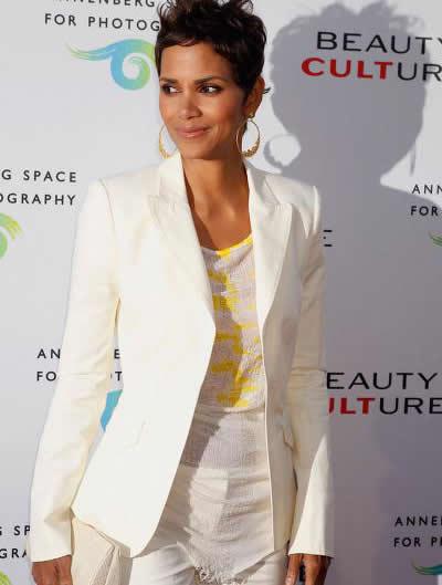 Beyaz Blazer Modası ve Beyaz Blazer Modelleri
