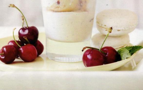 Vanilyalı ve Çilekli Dondurma Tarifi