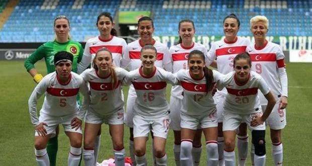 Futbol Kadınlara da Yakışıyor